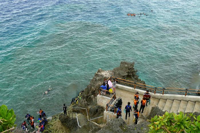 沖縄 青の洞窟 入り口