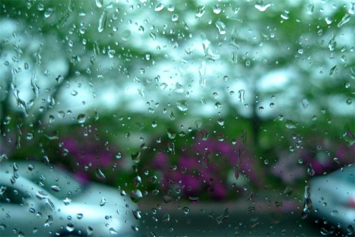 雨の日のバスの窓から