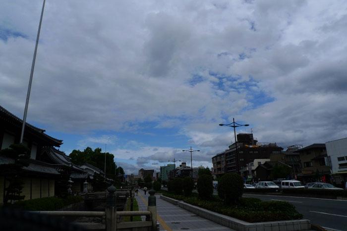 梅雨の間のわずかな青空