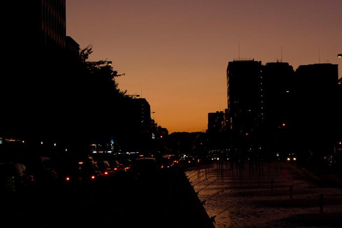 御池通の夕暮れ
