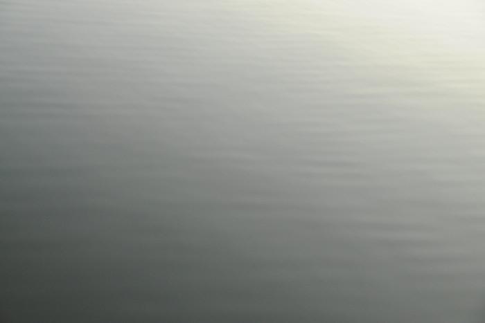 日の出前の水面
