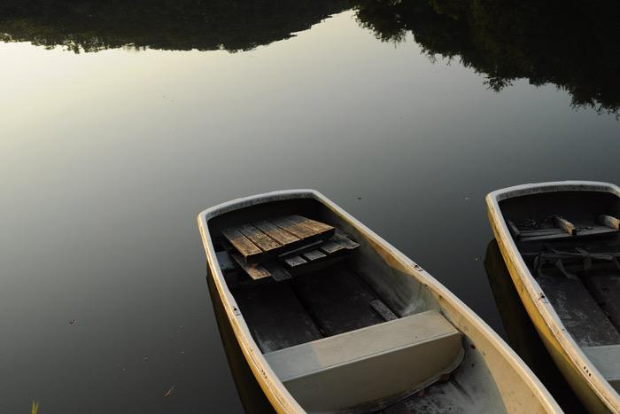 日の出前のボート