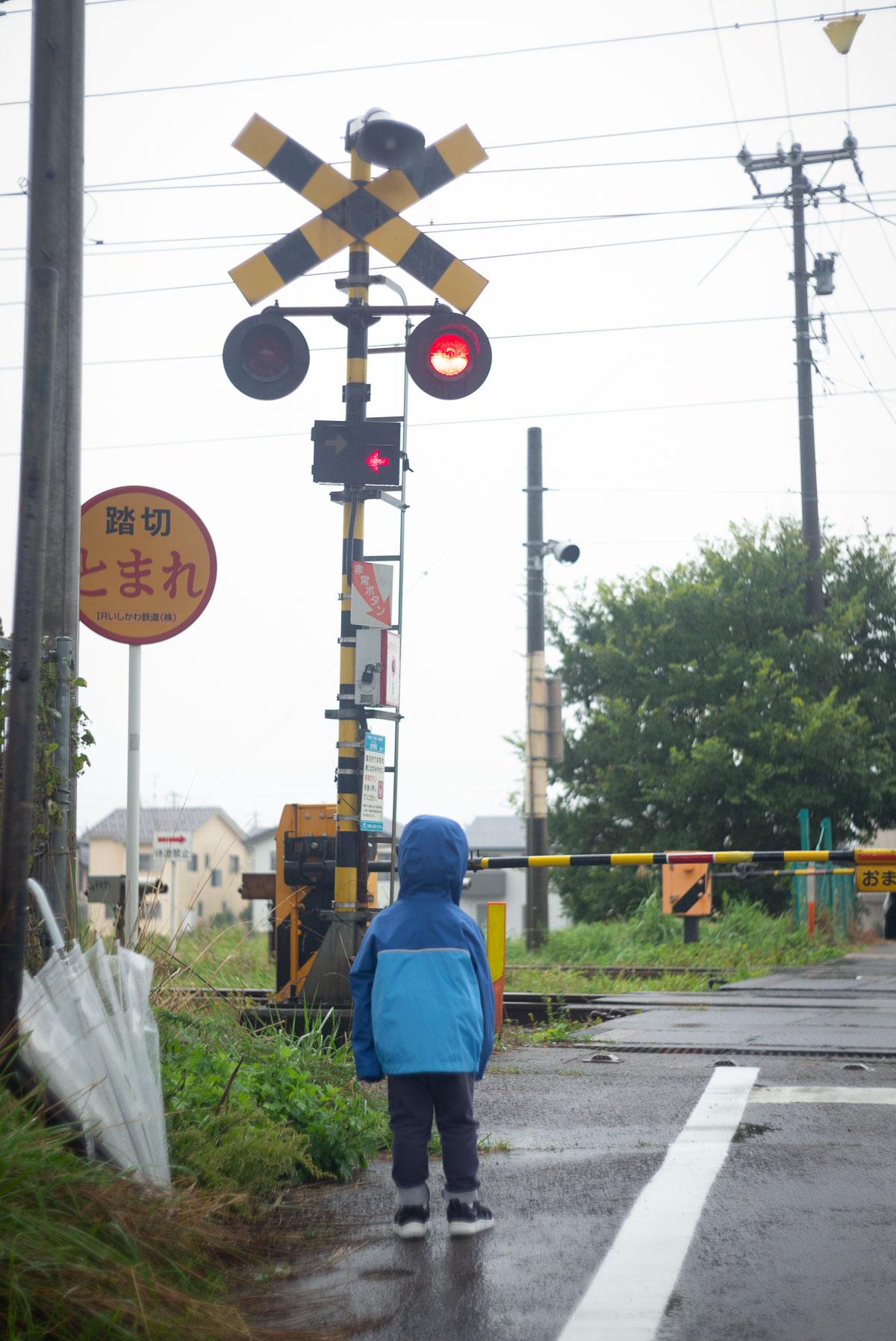 雨の中で金沢のカンカン