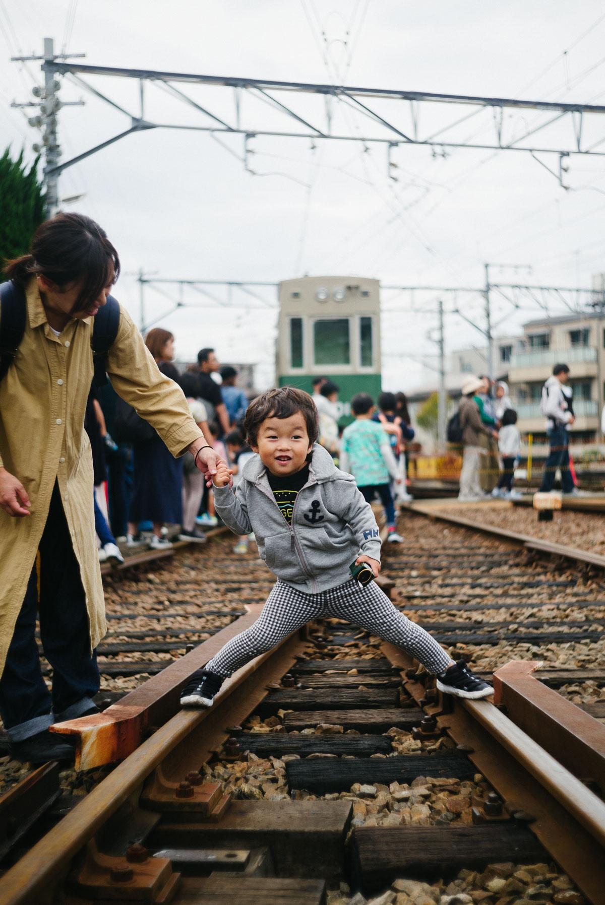 線路で遊ぶタイチ