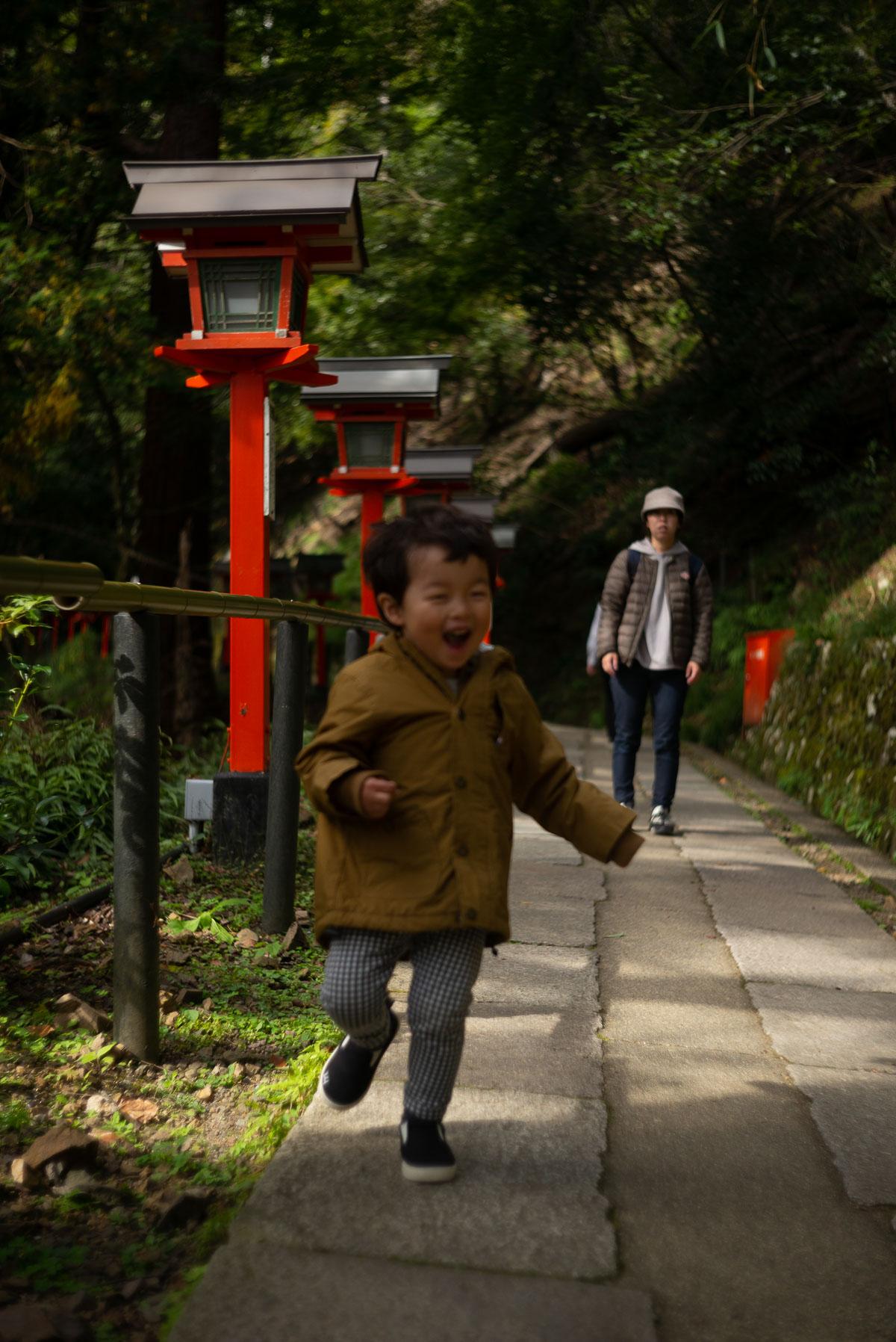 鞍馬の山道を走るタイチ