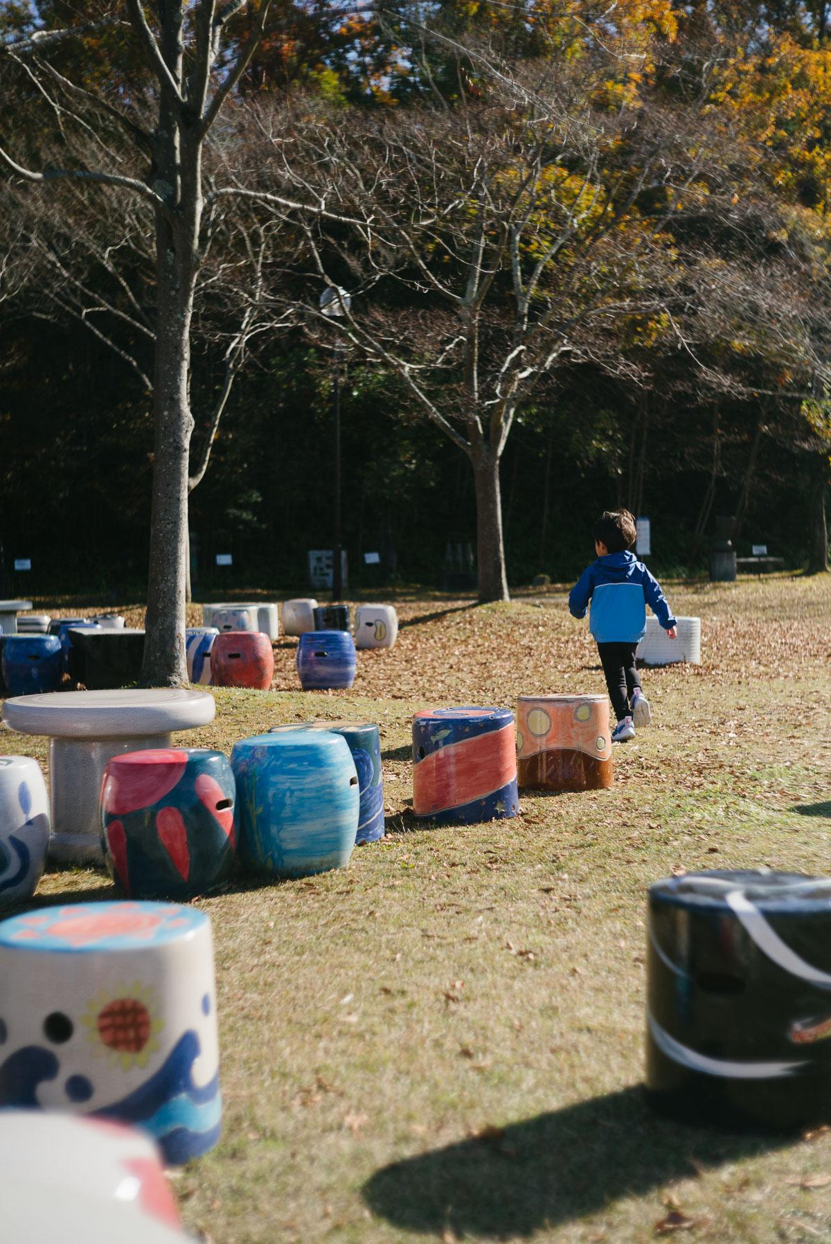 陶芸の森の広場を走る