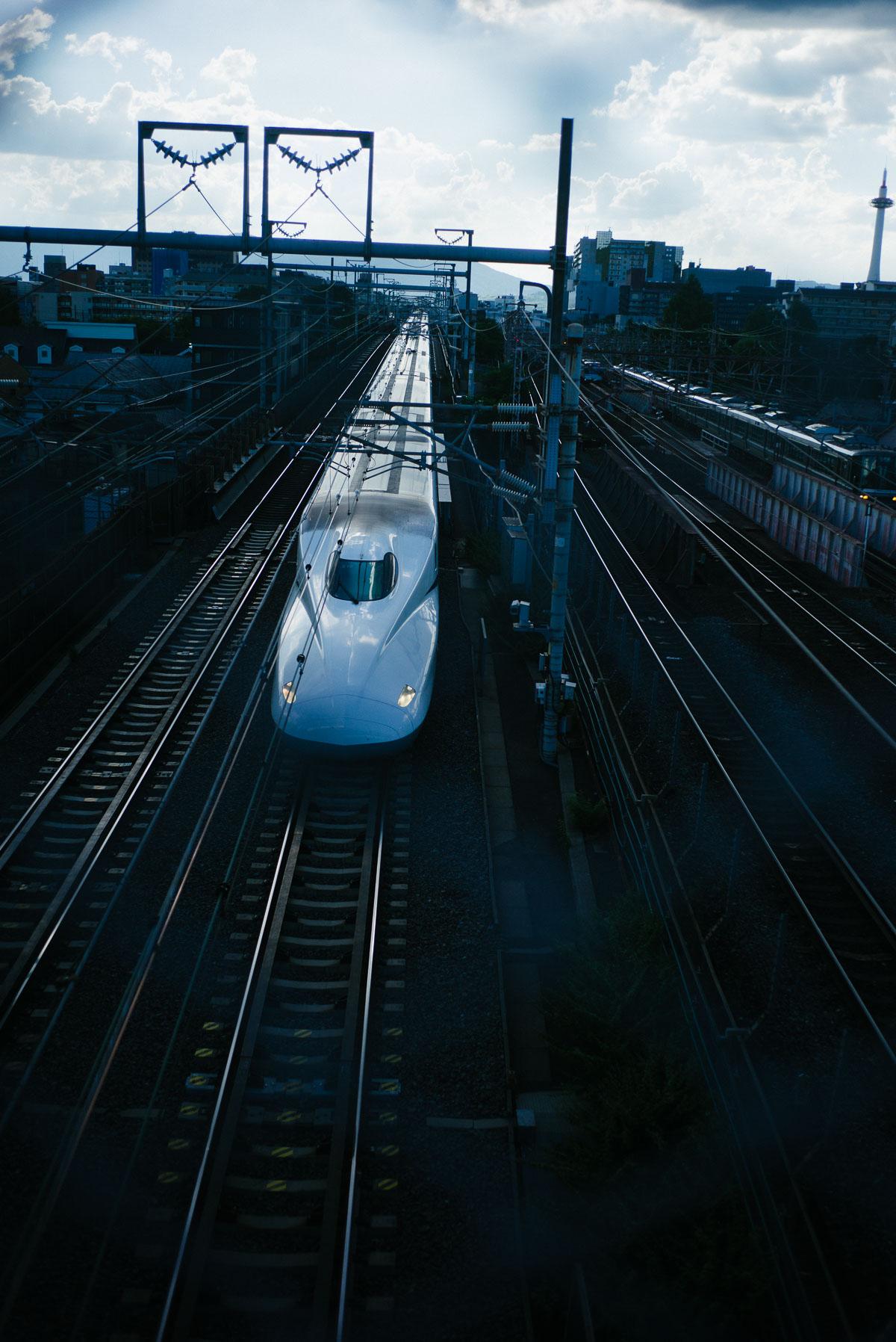 夕暮れの新幹線